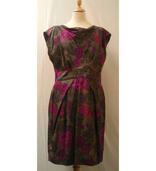 Great Plains - Size: L - Brown with Red Flower Pattern - Knee length dress
