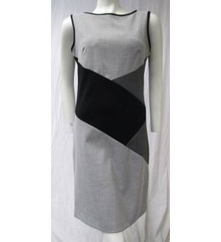 Nine West - Size 8 - Grey, Black and Whiite - Dress