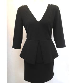 River Island - Size: 10 - Black zip at the back elegant dress