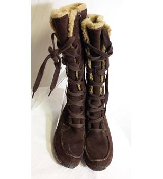 Timberland size 3 chocolate calf length lace up boots
