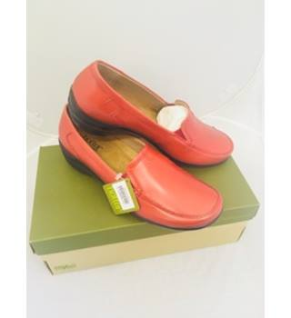 Brand New - Hotter - Stylish red shoe with black sole - Size 6.5