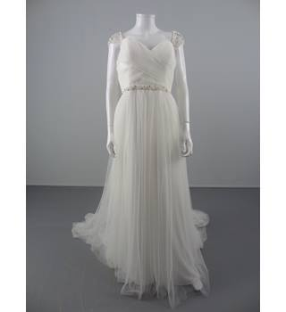 NWOT Wonderful Beautiful Bridal Size 16 White Tulle Wedding dress