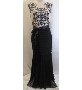 Betsy Adam - Size: 6 - Black - Evening