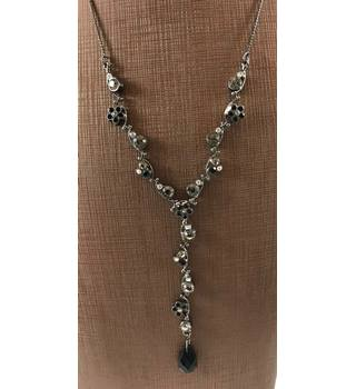 Negligee Style Necklace on Fine Dark Silver Tone Chain Unbranded - Size: Small - Metallics - Necklace