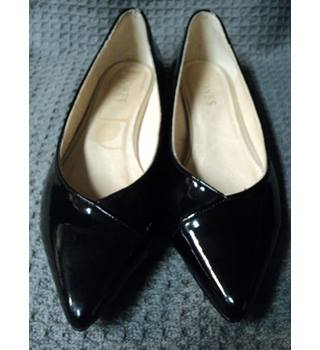 Jones Bootmakers - Size: 7 - Black - Flat shoes