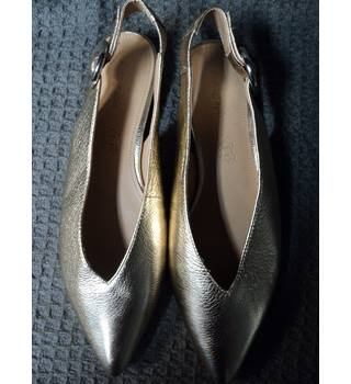 M&S Marks & Spencer - Size: 5 - Gold - Slingbacks