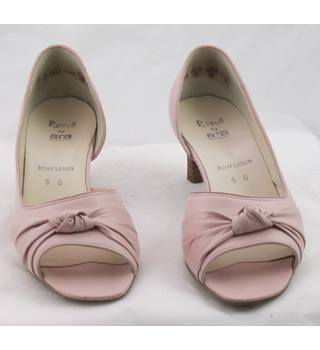 Rene by Ara, size 5G pale pink open toe shoes