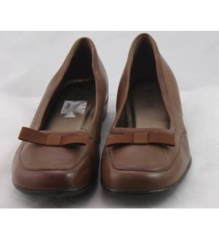 St John's Bay, size 6 brown leather slip on shoes