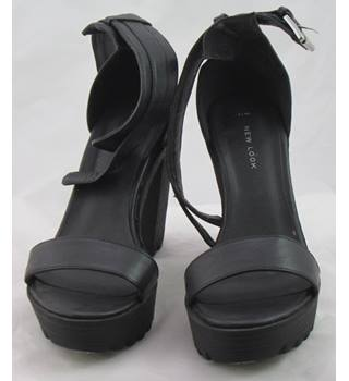 BNWT New Look, size 7 black platform sandals