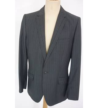 "Ted Baker  Size: M, 40"" chest, tailored fit Light & Dark Grey Chevron Stripes Smart/Stylish Wool Single Breasted Designer Jacket"