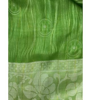Long Scarf in Lime Green and White Unbranded - Size: One size - Green - Scarf