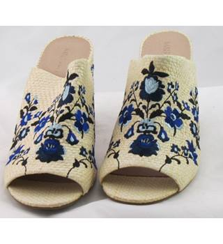 NWOT M&S Collection, size 5.5 cream & blue mix floral embroidered open toe mules