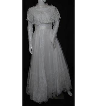 VINTAGE - Unbranded - Size: 8 - White - Full-Length Lace wedding dress