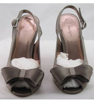 BNIB Phase Eight, size 5 praline Sophie bow slingbacks