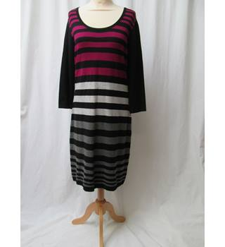 Planet - Size: 14 - Black/Magenta/grey knitted - Knee length dress