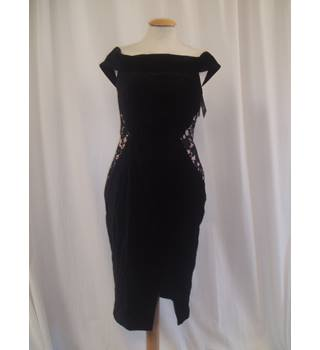 BNWT  Oasis  Size 10  Black stretch velvet off the shoulder Pencil dress with flesh coloured lace insets