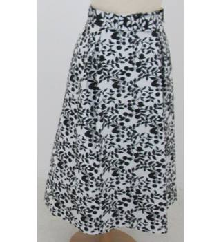 NWOT: M&S Collection: Size 12: Cream & black leaf design skirt