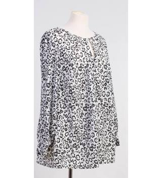 Ann Harvey size: 18 black and white print blouse