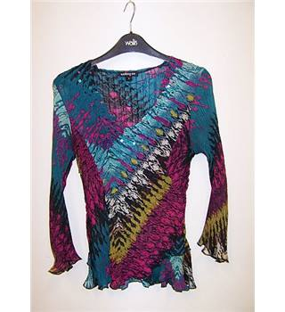 Walking Art size: 10 multi-coloured long sleeved shirt