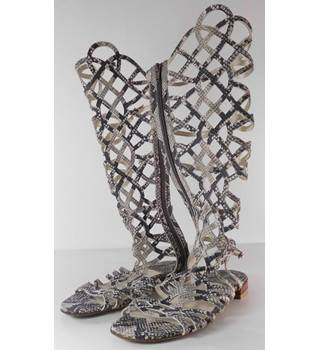 Stuart Weitzman for Russell & Bromley Size: 8 Snake Skin Style Sandals
