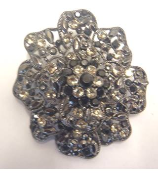 Brooch in shape of a flower with black and clear sparkling gems Pia - Black