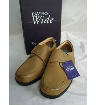 BNIB Pavers size 9 light tan wide fitting leather shoes
