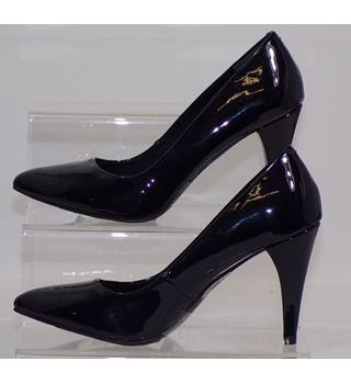 NWOT M&S Collection, size 7.5 navy patent effect court shoes