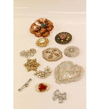 Set of 12 Silver Broaches Unbranded - Size: Medium - Metallics