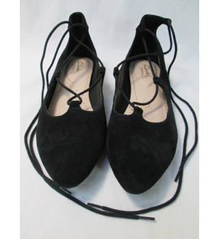 Clarks - Size: 5 - Cute Black Suede lace up - Flat shoes