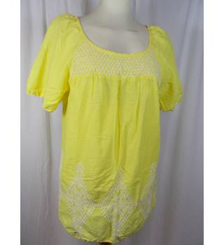 Monsoon size M top