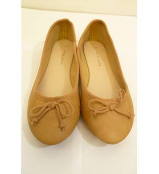 Brand new New Look size 4 Camel Ballet Pumps New Look - Size: 4 - Beige - Flat shoes