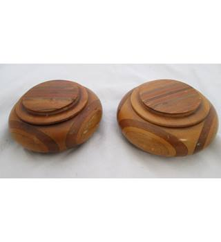 Set of 2 New Zealand Wood Pots