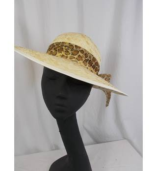 Unbranded straw weave hat size S/M