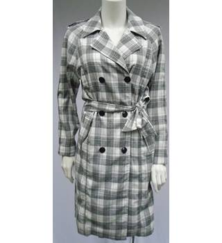 BNWT - Glamorous (Nasty Gal) - Size M - Grey And White Checked - Full Length - Lightweight Coat