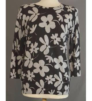 Clements Ribeiro - Size: L Black with Grey Floral Jumper