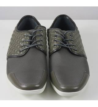 Belide Grey Shoes Approximate Size 9 Belide - Size: 9 - Metallics - Lace-ups