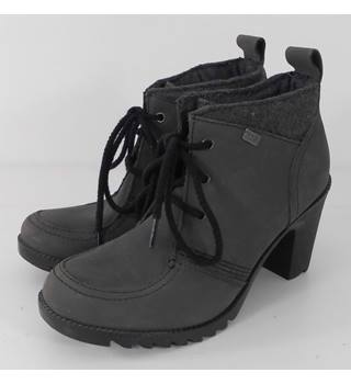 Kickers Size 6 Fossil Grey Heeled Ankle Boots