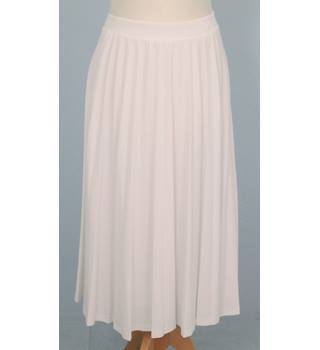NWOT: M&S Collection: Size 8: White sun-ray pleated skirt