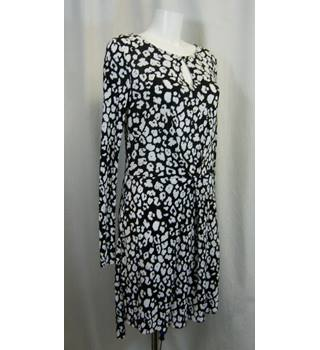 Next - Size: 10 - Black and white  - Knee length dress