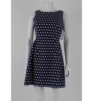 BNWT Alexia Admor Size 6 - 8 Blue and White Polka Dot Short Sleeveless Dress