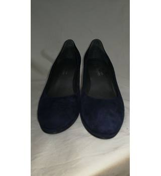 Russel & Bromley Navy Blue Shoes Russel & Bromley - Size: 10 - Blue