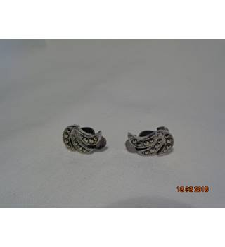 VINTAGE SMALL MARCASITE CLIP ON ART DECO STYLE EARRINGS Unbranded - Size: Small - Metallics