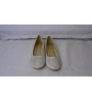BRIDAL DIAMANTE SPARKLY IVORY PUMPS SIZE 9 NEW IN BOX Essex Glam - Size: Other - Cream / ivory - Shoes