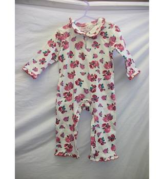 NEW Powell Craft England BabyGrow- Size: 0 - 12 months - White