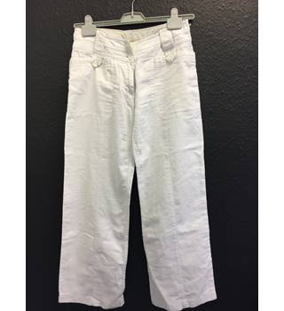"Fat Face wide fit white trousers Fat Face - Size: 28"" - White"