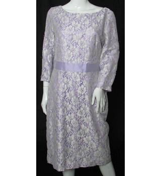 Carina - Size: 14 - Lilac - Knee length Lace dress