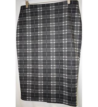 M and S Collection black check pencil skirt size 14 L M&S Marks & Spencer - Size: 14 - Multi-coloured - Pencil skirt