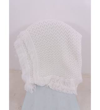 Amazing White Knitted Blanket With Fringing