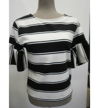 Top, short sleeved, black and cream, M&S Marks & Spencer - Size: 6 - Black - Short sleeved shirt