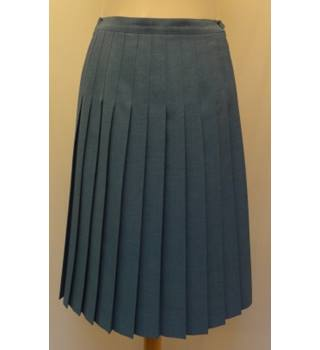 Honor Millburn at EWM - Size 10 - Green pleated skirt